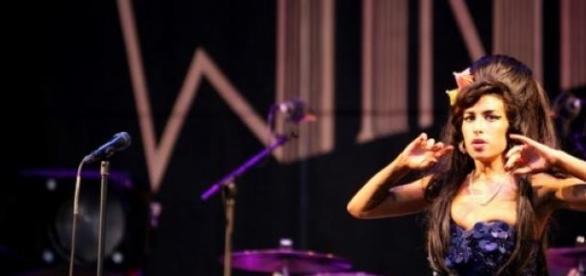 """Rodzina Amy Winehouse krytykuje nowy film """"Amy"""""""