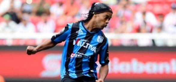 Ronaldinho continuará en Querétaro