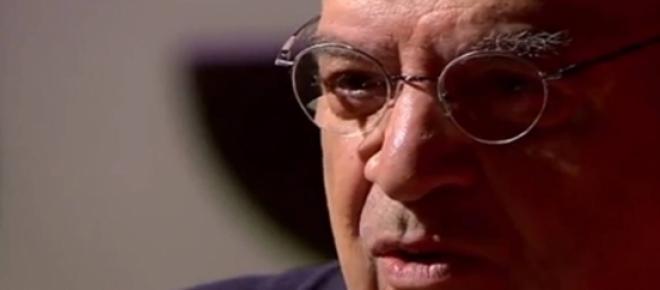 foto do abujamra entrevistando no programa Provocações
