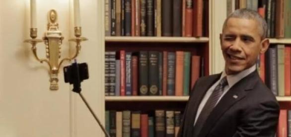 B.Obama rende-se ao selfie sticker (Fonte:Varela)