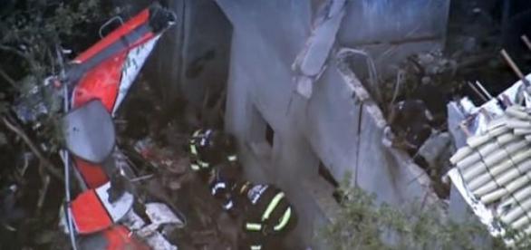 Helicóptero cai na cidade de Carapicuiba-SP
