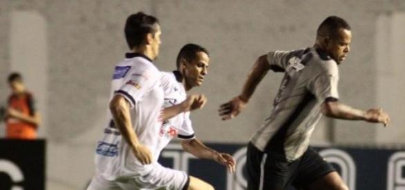 Lance de Botafogo PB e Botafogo RJ