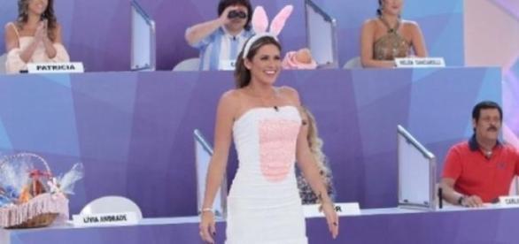 Lívia Andrade se veste de coelhinha