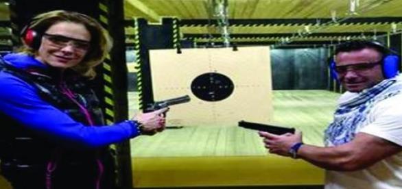 Roxana si Gabi trag cu arma, practica