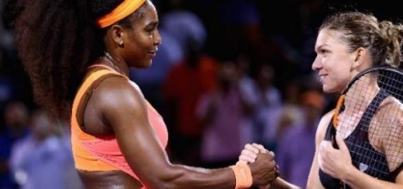 Simona si Serena felicitandu-se(foto:Mark Poulose)