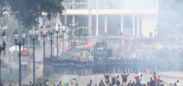 Confronto entre Policias e manifestante no Paraná