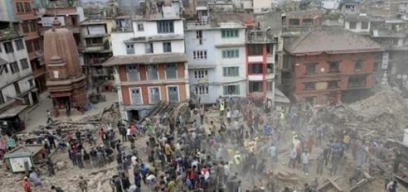 Rua no Nepal após terremoto de sabado