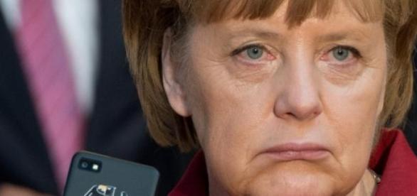 Spionaggio, imbarazzo per la Merkel
