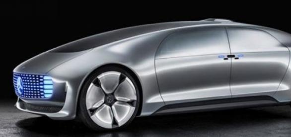 Mercedes-Benz F 015 Luxury, demn de filmele SF
