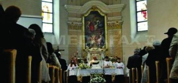 Biserica a oficializat un party de stropit mancare