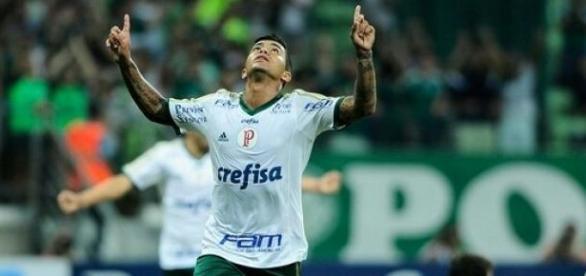 Dudu marca 2 gols em vitória do Palmeiras