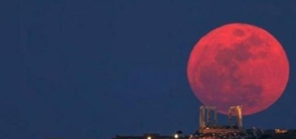 O fenômeno da 'Lua de Sangue'.