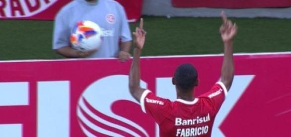 Jogador ficará treinando em São Paulo