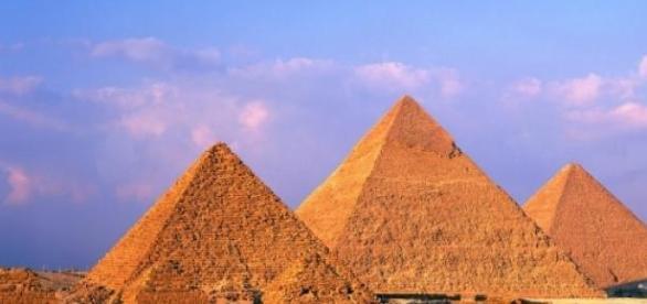 Piramidele de pe platforma de la Giza, Egipt