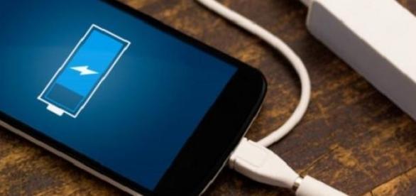 Bateria de aluminiu iti incarca telefonul repede