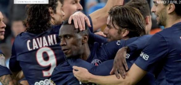 Les Parisiens félicitent Matuidi pour son 20e but