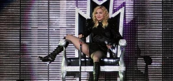 Madonna ziert das Cover der Cosmopolitan.