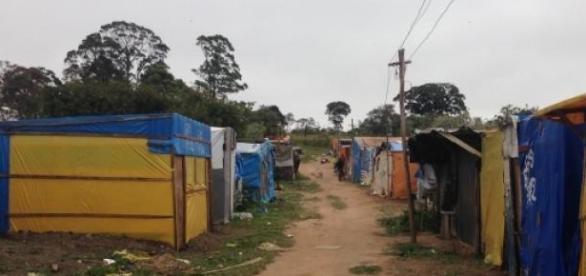 Um dos blocos do acampamento