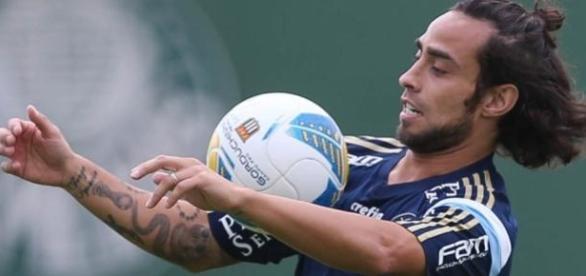 Valdivia, enfim, faz seu primeiro jogo no ano