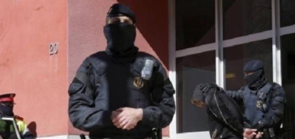 Polícia da Catalunha prende homem. Fonte: Estadão