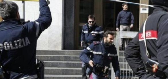 Polizei und Carabinieri stürmten das Gebäude.