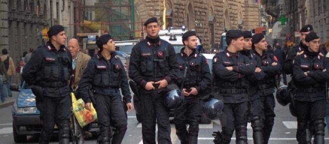 L'homme est détenu à la caserne des carabiniers.