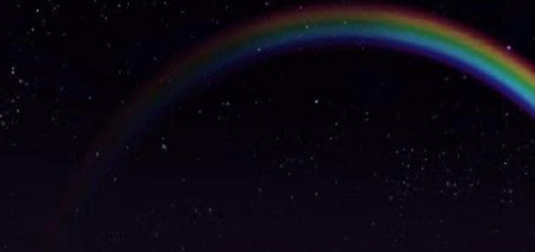 Fenomen extrem de rar: un curcubeu nocturn!
