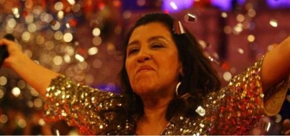 Regina Casé ignora fãs e decepciona