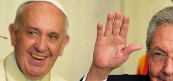 Il presidente di Cuba Raùl Castro con il papa