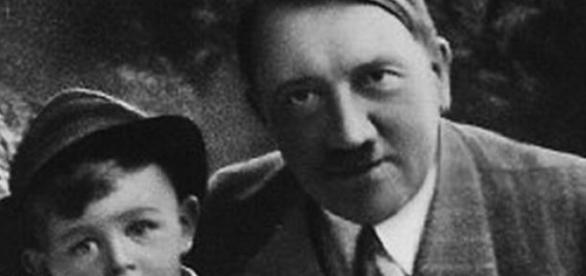 Hitler - propaganda nazista pentru copii arieni