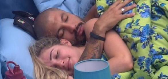 Aline e Fernando estão pensando em morar juntos