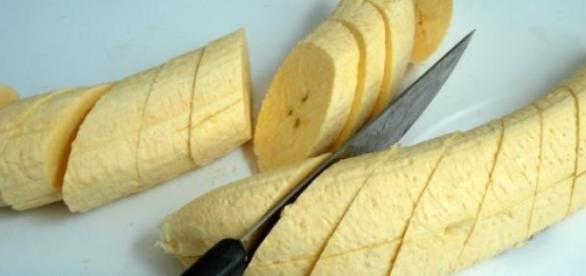 Plátano sin piel y cortado a trozos