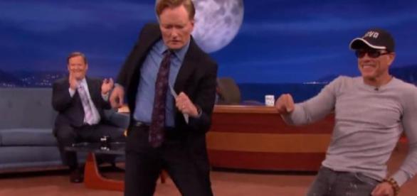 Van Damme s'éclate chez Conan O'Brien.