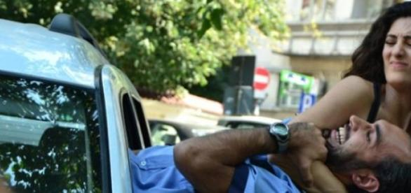 Polițist bătut în plină stradă