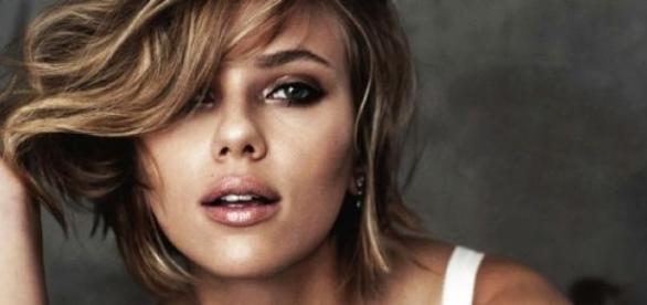 Scarlett Johansson encaixa nos factores revelados.