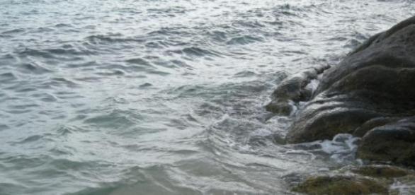 Stânci scăldate de valurile marii Egee...