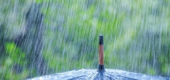 Vin zile cu ploi şi vijelii
