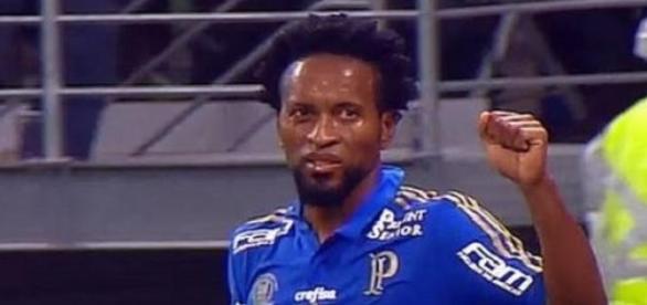 Zé Roberto marcou duas vezes e perdeu um pênalti
