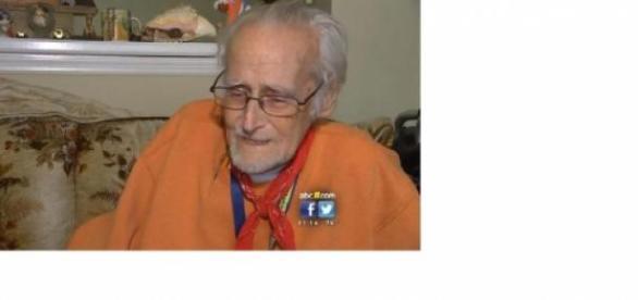 Blackmon, de 81 años, llamó al 911 por comida