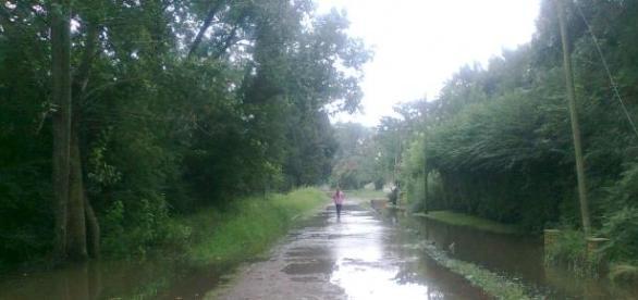Las calles inundadas aislaron a los vecinos