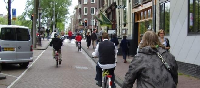 Na Holanda, circulam milhões de ciclistas por dia