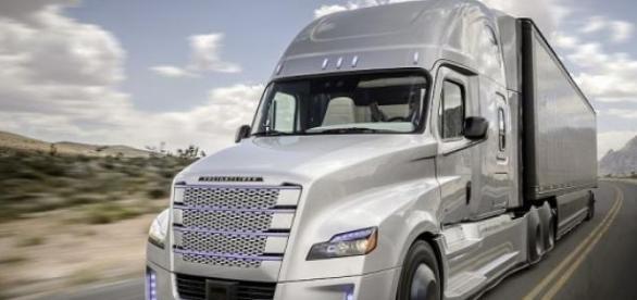 Daimler, pionero en los camiones autónomos
