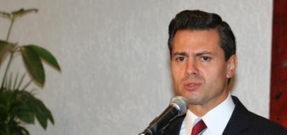 Enrique Peña Nieto celebra a los maestros