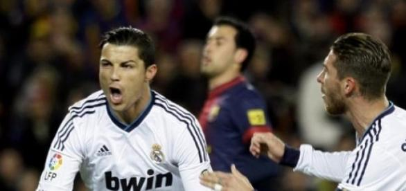 Ramos e Cristiano Ronaldo de costas voltadas