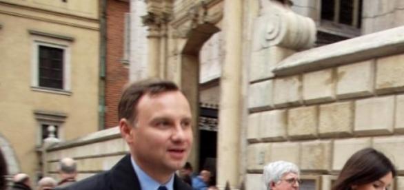Głowa Andrzeja Dudy - jeszcze nieścięta.