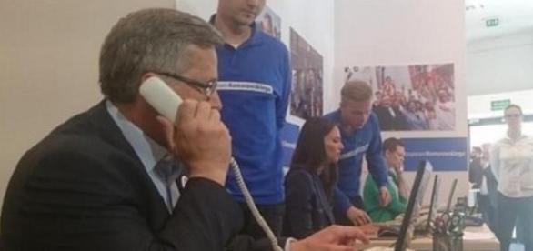 """Kampania Komorowskiego - """"telefon do przyjaciela"""""""