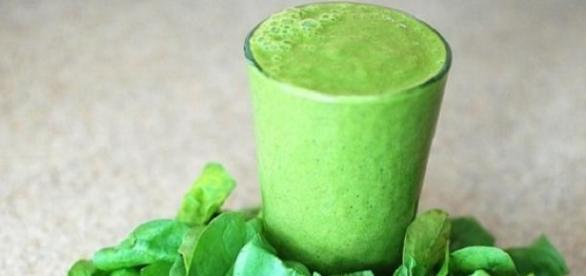 Zielony koktajl to zmiksowane warzywa z owocami