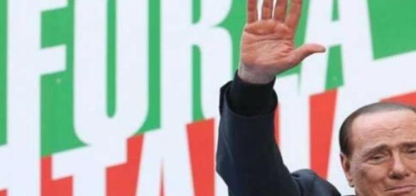 Berlusconi in un commosso saluto ai sostenitori