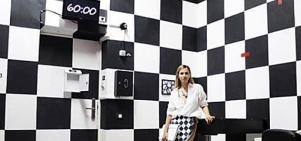 Dana Rogoz în camera Black and White.