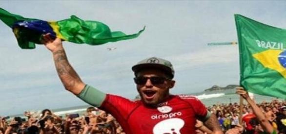 Filipinho comemorando a vitoria no Rio de Janeiro